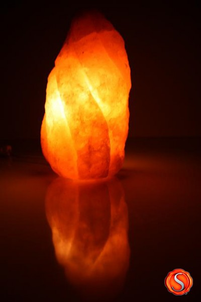 salzkristall lampe kristall flamme salzlampe himalaya salzleuchte 1309. Black Bedroom Furniture Sets. Home Design Ideas